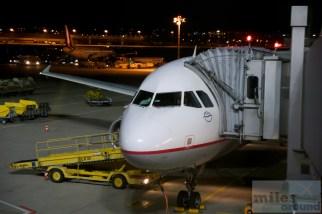 Aegean Airbus A320-200 (Registrierung SX-DGB) am Gate vom Flughafen Stuttgart