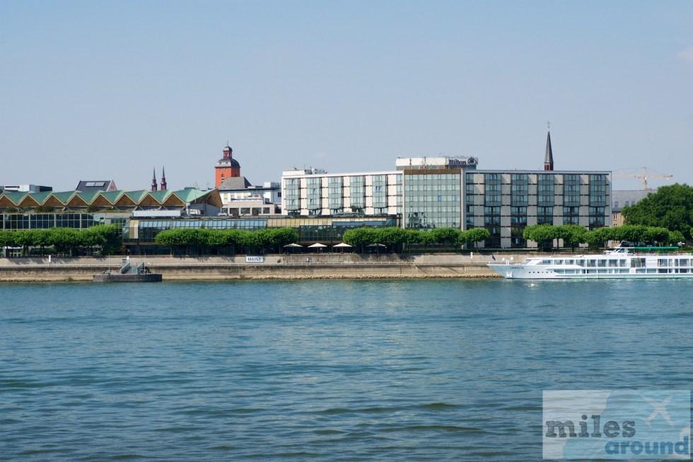 Hilton Mainz - Vier Sterne Hotel direkt am Rheinufer