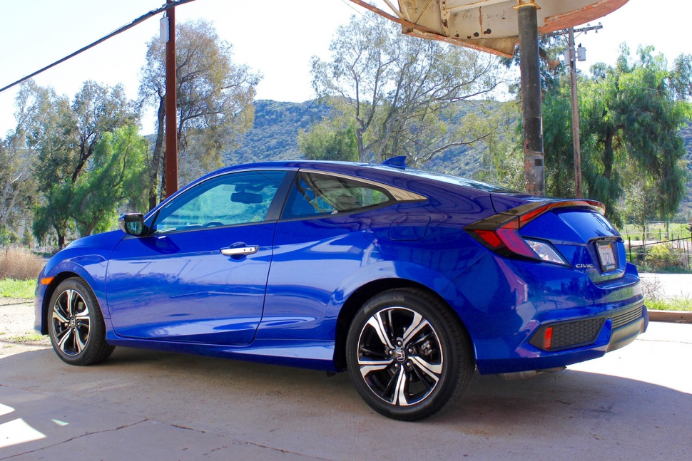 2016 honda civic coupe first drive review milesperhr for 2016 honda civic coupe