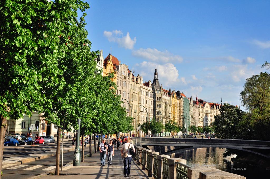 le long du fleuve de Prague