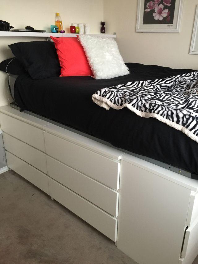 IKEA'dan iki şifonyerde bir yatak