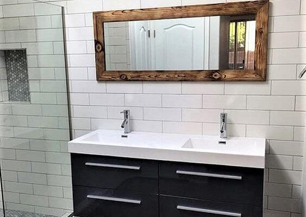 Rustik bir banyo aynası