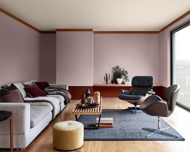 Oturma odasındaki sütunları duvara entegre ederek dekore etme fikri