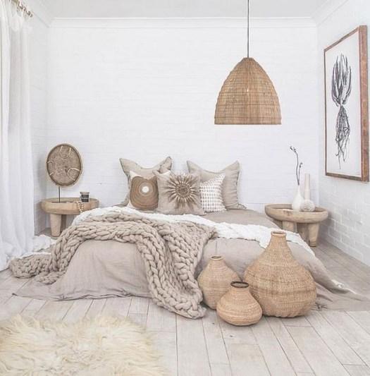 Cestas de mimbre para decorar el pie de cama