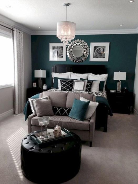 Un sofá para decorar el pie de cama