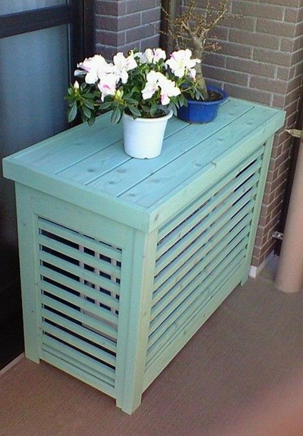 Klima motorunu gizlemek için mavi boyalı ahşap kasa