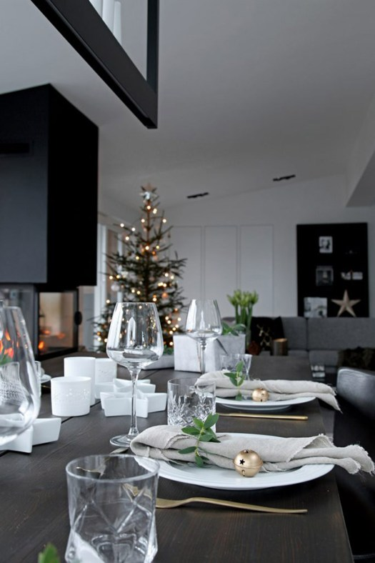 Mesa de navidad negra, sencilla y bonita.