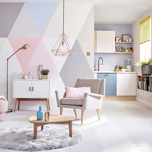Duvara ücretsiz ve evden çıkmadan boyanmış renkli duvar resmi