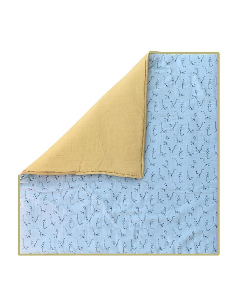 grand tapis de jeu carre au motif lemurien celadon curry milinane