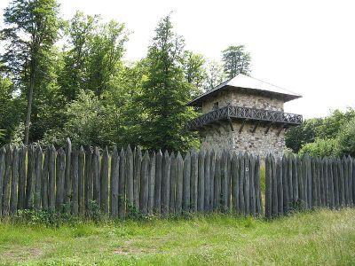 Limes in Germanien: Palisade und Wachturm beim Kastell Zugmantel