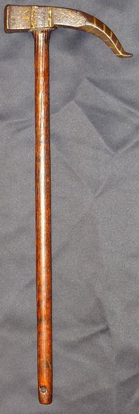 Streithammer mit Dorn von Samuraiantiqueworld – Eigenes Werk. Lizenziert unter CC BY-SA 3.0 über Wikimedia Commons