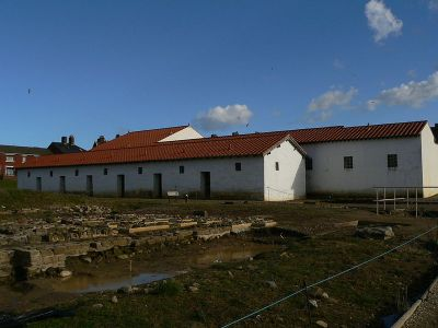 Bâtiments reconstitués du camp romain Arbeia en Angleterre