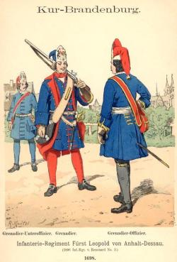 Grenadier und Offizier (im Hintergrund ein Unteroffizier) des Infanterie-Regiments Fürst Leopold von Anhalt-Dessau 1698