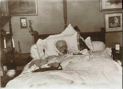 Bismarck sur le lit de mort du 31 juillet 1898 par Willy Wilcke et Max Priester