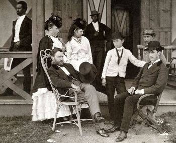 Präsident Grant (sitzend, links) mit Familie, 1870 fotografiert von den Pach Brothers
