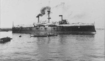 Der spanische Kreuzer Cristóbal Colón, der im Juli 1898 bei Santiago de Cuba versenkt wurde