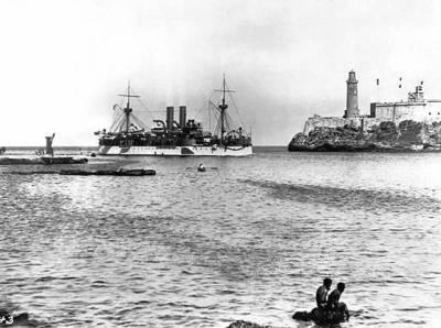 在哈瓦那港口的缅因号航行