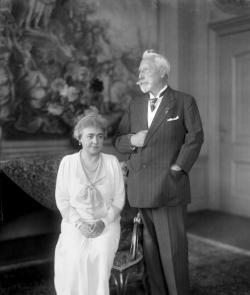 威廉二世与妻子赫敏,1933年