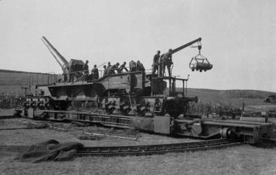 """1941年在法国南部的24厘米快速火炮""""西奥多卡尔"""""""