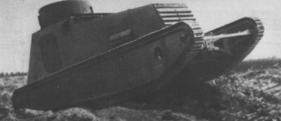 轻型战车LK I在越野驾驶