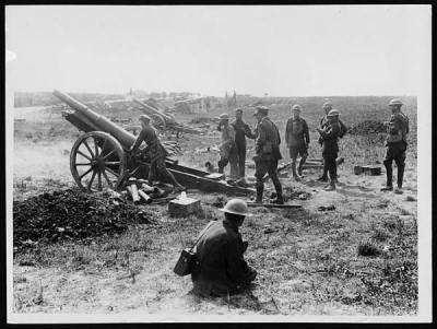 От британских солдат захваченную полевую пушку 7,7 см модель 16