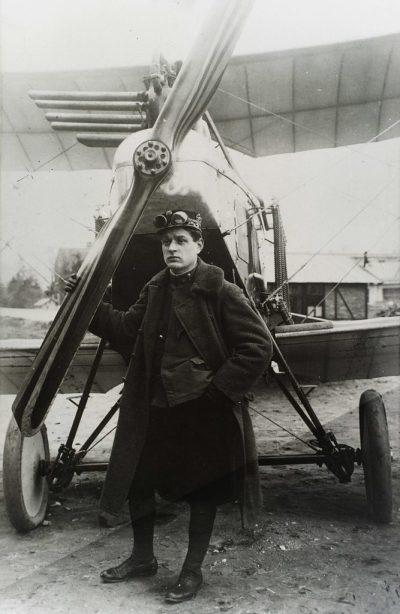 Le lieutenant-colonel Oskar Asboth devant un avion de reconnaissance de type Aviatik B.I.