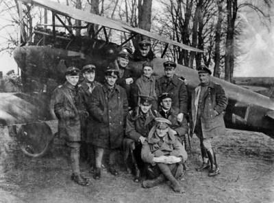 Пилотов истребительной авиационной эскадры 1, Рихтофен сидит на самолете