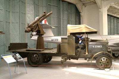 位于达克斯福德帝国战争博物馆的一支居民QF 13磅重的9英尺四柱重炮