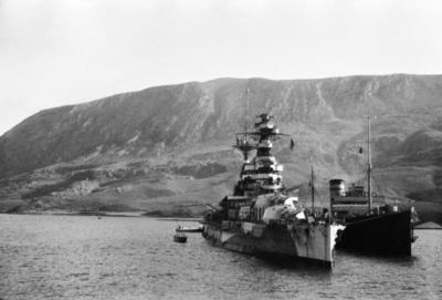 HMS Barham à Suda Bay, Grèce