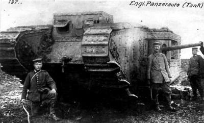 Un char Mark II britannique capturé par des soldats allemands