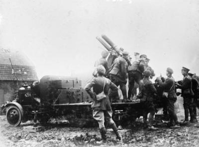 QF 13 Пфюндер 6 квт Министерство иностранных дел орудие монтирует на Торнюкрофт Типизирование джоуль грузового автомобиля в Арментиерес в марте 1916