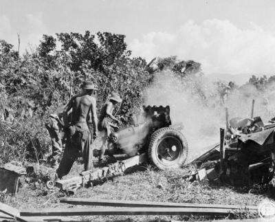 QF 3,7 пошлину гору гаубицу в употреблении в Бирме, 3 ноября 1944