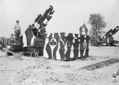 1918年5月在Corbie附近的澳大利亚军队的两个榴弹炮MK 1