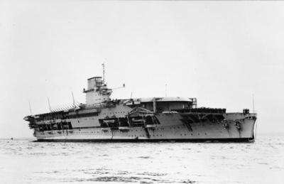 HMS Courageous dopo la conversione a portaerei