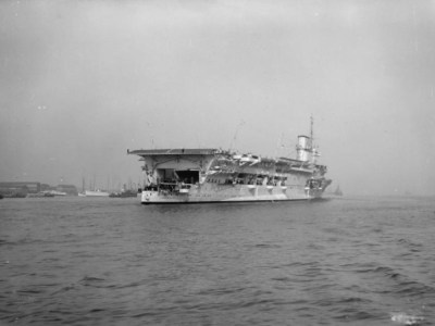 HMS Glorious après conversion en porte-avions