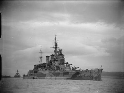 HMS Renown avec de la peinture de camouflage pendant la Seconde Guerre mondiale