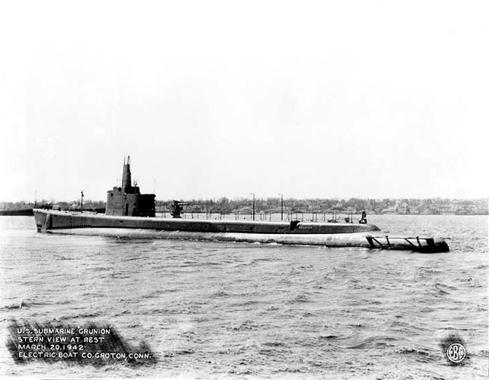 Black and white photograph of the USS Grunion in 1942.