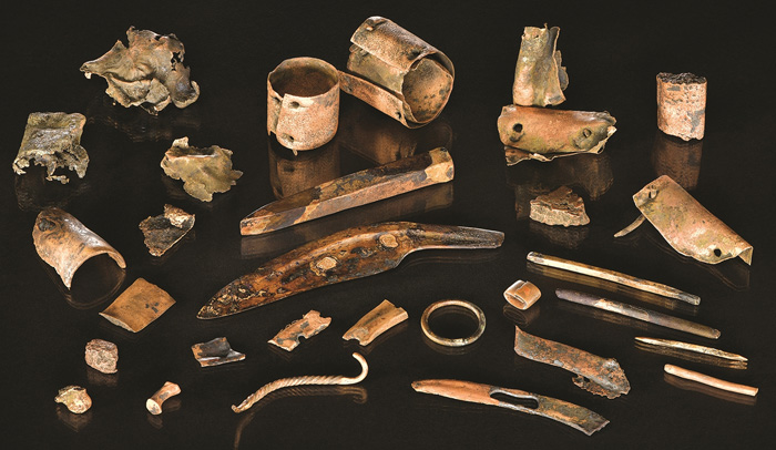 A collection found in the Tollense, probably the belongings of a warrior who died in battle 3,300 years ago. Image: Volker Minkus