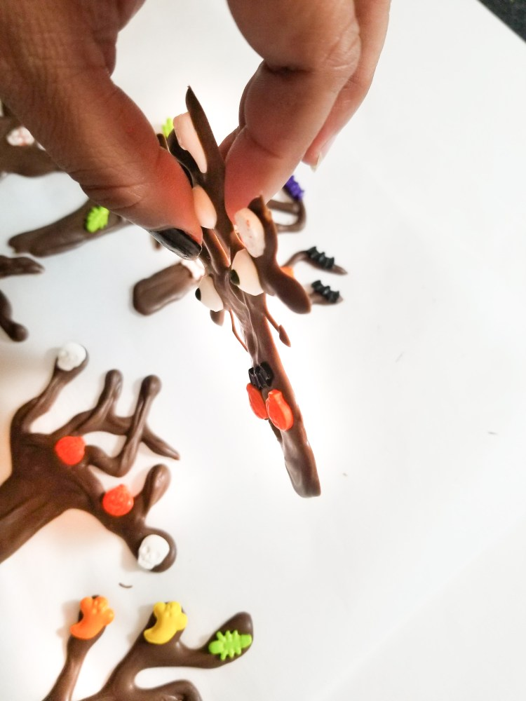 How to Make Delicious Creepy Tree Cupcakes. These cupcakes are the perfect blend between delicious and creepy. Chocolate trees are decorated and add an awesome look to the plain cupcakes. It's such a fun project to make with everyone!