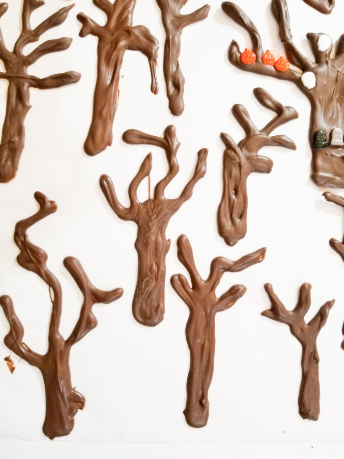 How to Make Delicious Chocolate Creepy Trees.     These creepy trees are the perfect blend between delicious & creepy. Chocolate trees are decorated and add an awesome look to the plain cupcakes. It's such a fun project to make with everyone!