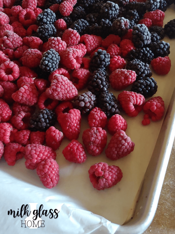how to freeze berries on a sheet tray