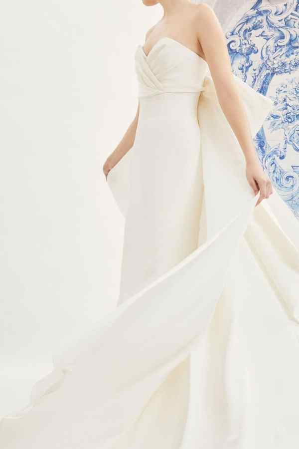 CAROLINA-HERRERA-FALL-2019-BRIDAL-COLLECTION-1 millemariages.com et mille mariages