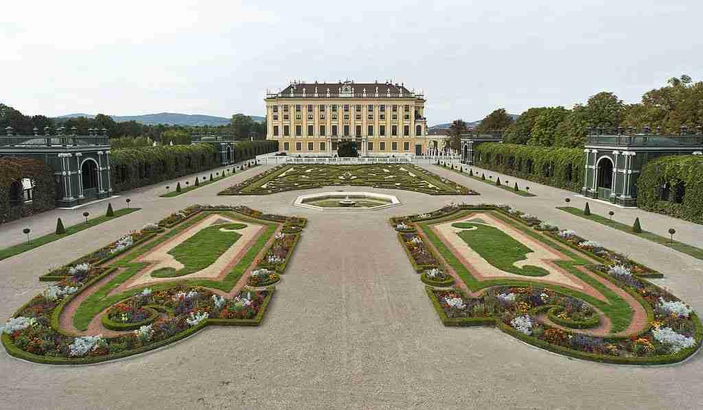 scho%cc%88nbrunn_palace