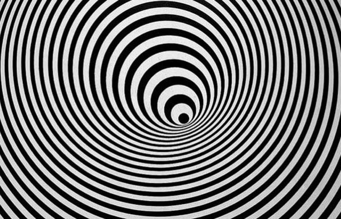 black and white optical illusion circles
