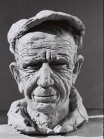 Sculpture en bronze emblématique de cette série sur la figuration-critique. Le personnage représente un travailleur dont le visage a été buriné par un dur travail, peut-être un paysn ou un ouvrier.