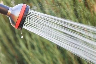 Solárne sprchy alebo ako získať teplú vodu v záhrade zadarmo