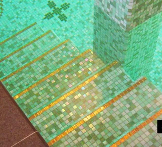 trap met goud glasmozaiek in prive zwembad Louis Vuitton style by Milovito