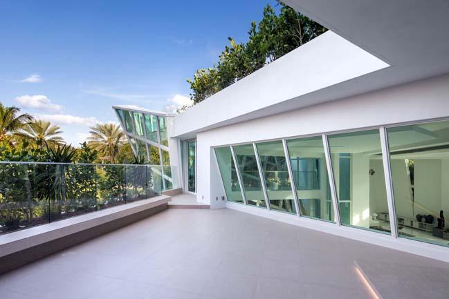 luxury-villa-in-golden-beach-06