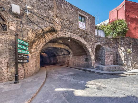 Calle subterránea Miguel Hidalgo