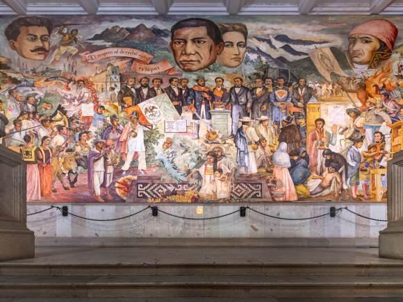 Mural en la escalera principal del Palacio de Gobierno de Oaxaca